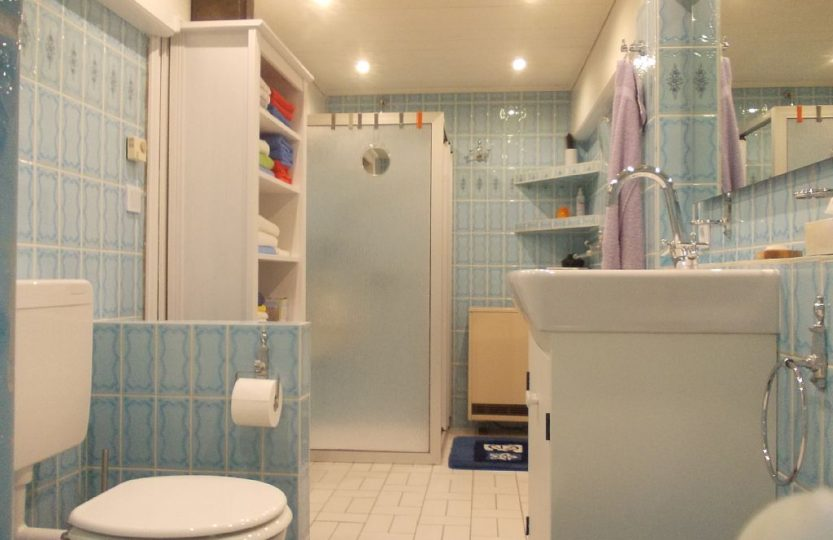 wanne mit dusche cheap die besten badewanne mit dusche ideen auf pinterest und kombination with. Black Bedroom Furniture Sets. Home Design Ideas